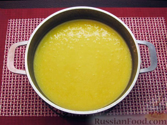 Фото приготовления рецепта: Картофельный суп-пюре с сыром, курицей и свежими помидорами - шаг №13