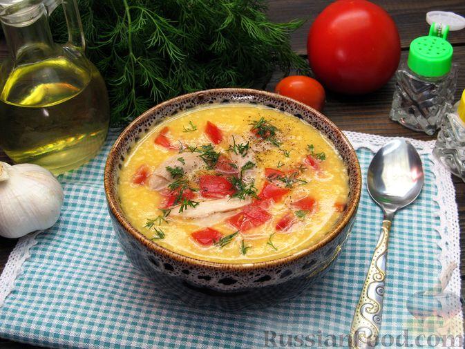 Фото приготовления рецепта: Картофельный суп-пюре с сыром, курицей и свежими помидорами - шаг №17