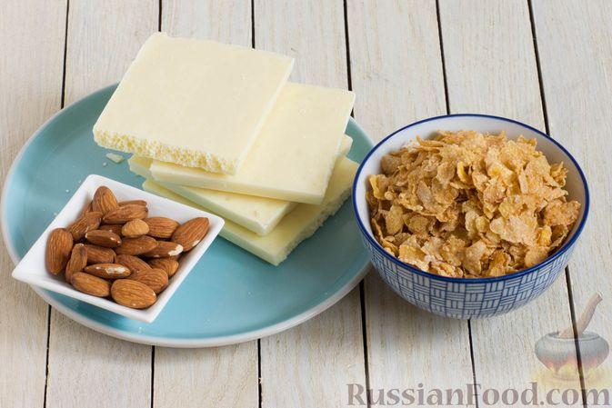 Фото приготовления рецепта: Конфеты из белого шоколада, с кукурузными хлопьями и миндалём - шаг №1