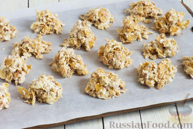 Фото приготовления рецепта: Конфеты из белого шоколада, с кукурузными хлопьями и миндалём - шаг №6