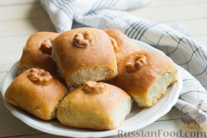 Фото к рецепту: Дрожжевые пирожки с капустой (в духовке)
