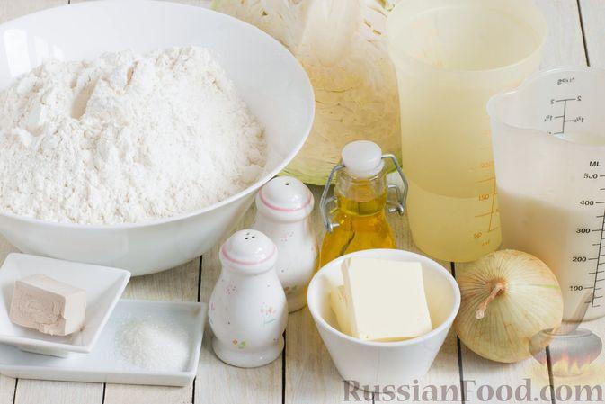 Фото приготовления рецепта: Дрожжевые пирожки с капустой (в духовке) - шаг №1