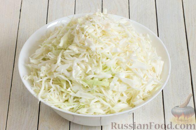 Фото приготовления рецепта: Дрожжевые пирожки с капустой (в духовке) - шаг №8
