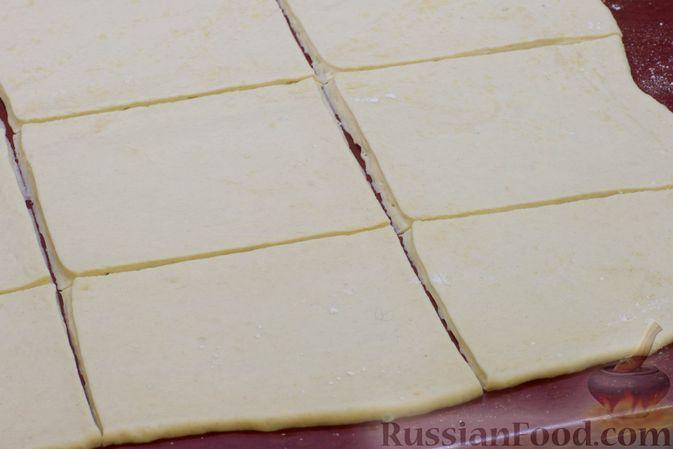 Фото приготовления рецепта: Дрожжевые пирожки с капустой (в духовке) - шаг №12