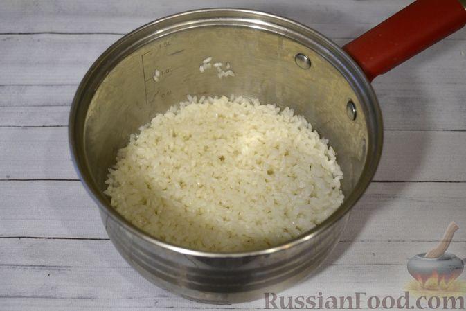 Фото приготовления рецепта: Рисовая каша со сливками и солёной карамелью - шаг №3