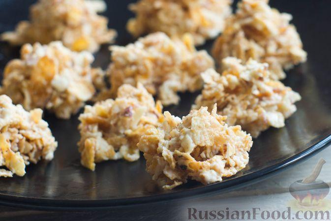 Фото к рецепту: Конфеты из белого шоколада, с кукурузными хлопьями и миндалём