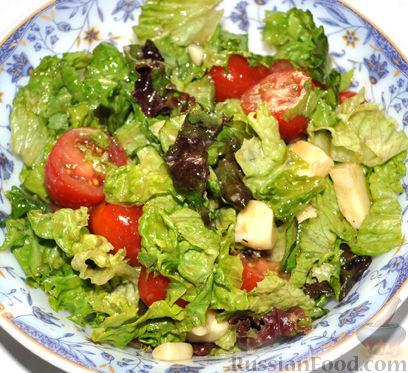Рецепт Салат красоты с помидорами черри, сыром и черным чесноком