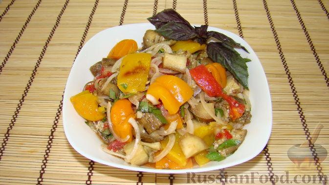 Фото приготовления рецепта: Жареная картошка с курицей и салом - шаг №13