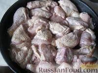 Фото приготовления рецепта: Курица под майонезом в духовке - шаг №6