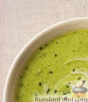 Фото к рецепту: Гаспачо из авокадо, огурца, болгарского перца и мяты