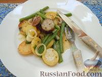 Фото к рецепту: Картофельный салат с жареными колбасками