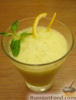 Фото к рецепту: Дынный смузи с лимоном и мятой