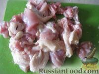 Фото приготовления рецепта: Куриные бедрышки с картофелем, запеченные в духовке - шаг №2