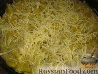 Фото приготовления рецепта: Куриные бедрышки с картофелем, запеченные в духовке - шаг №8