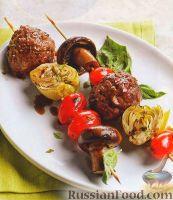 Фото к рецепту: Шашлыки из овощей и мясных шариков