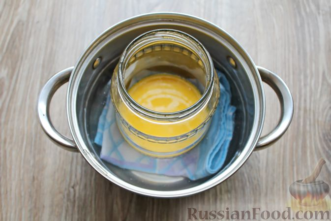 Фото приготовления рецепта: Омлет на молоке, в банке - шаг №6