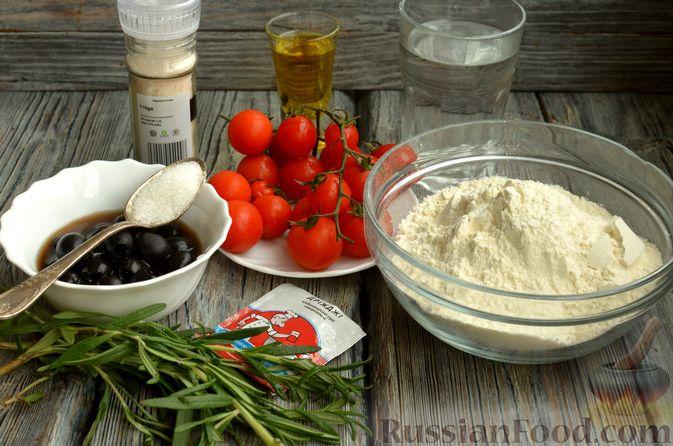 Фото приготовления рецепта: Фокачча с помидорами черри, розмарином и маслинами - шаг №1