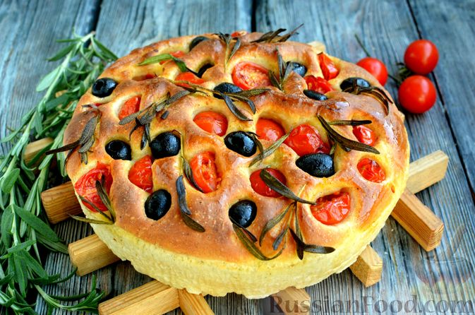 Фото приготовления рецепта: Фокачча с помидорами черри, розмарином и маслинами - шаг №13