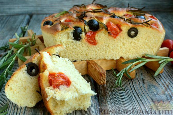 Фото приготовления рецепта: Фокачча с помидорами черри, розмарином и маслинами - шаг №14