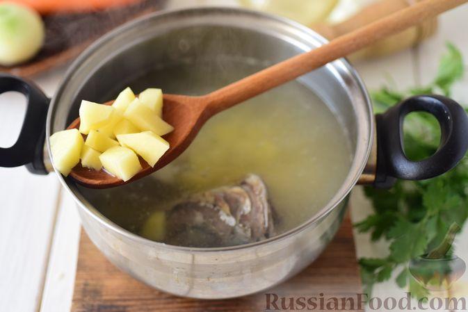 Фото приготовления рецепта: Уха из голов скумбрии - шаг №4