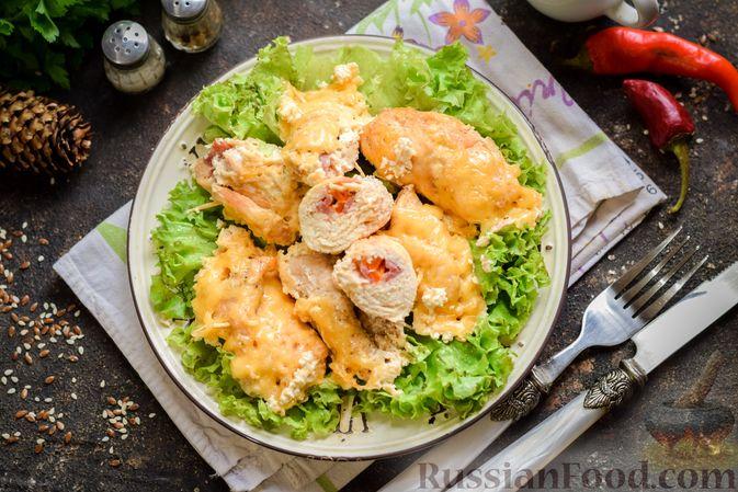 Фото приготовления рецепта: Куриные рулетики с ветчиной и сладким перцем, запечённые со сливками и сыром - шаг №12