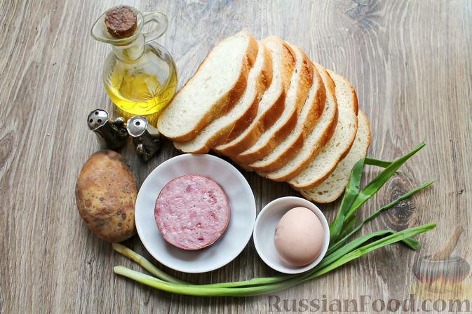 Фото приготовления рецепта: Горячие бутерброды с колбасой и картофелем (на сковороде) - шаг №1