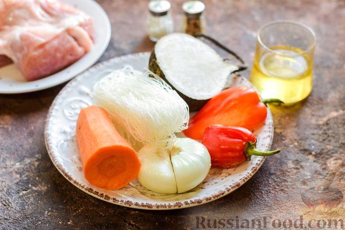 Фото приготовления рецепта: Фунчоза со свининой и редькой и сладким перцем - шаг №1