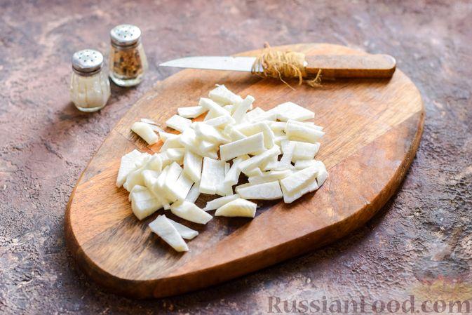Фото приготовления рецепта: Фунчоза со свининой и редькой и сладким перцем - шаг №3