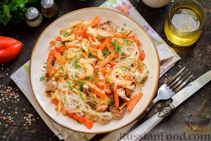 Фото приготовления рецепта: Фунчоза со свининой и редькой и сладким перцем - шаг №10