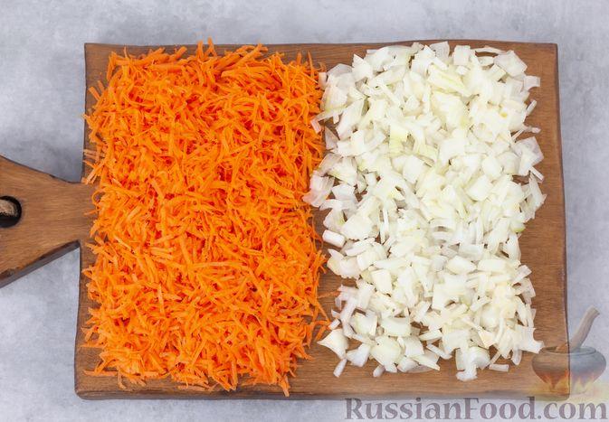 Фото приготовления рецепта: Закусочные кексики из куриных сердечек, с манкой - шаг №4