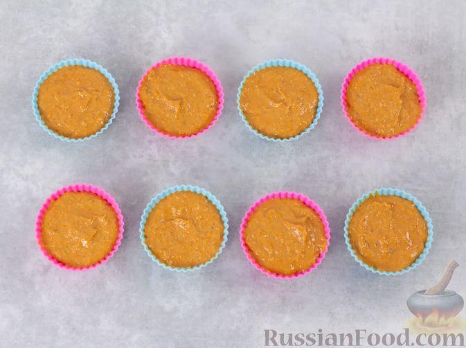 Фото приготовления рецепта: Закусочные кексики из куриных сердечек, с манкой - шаг №10