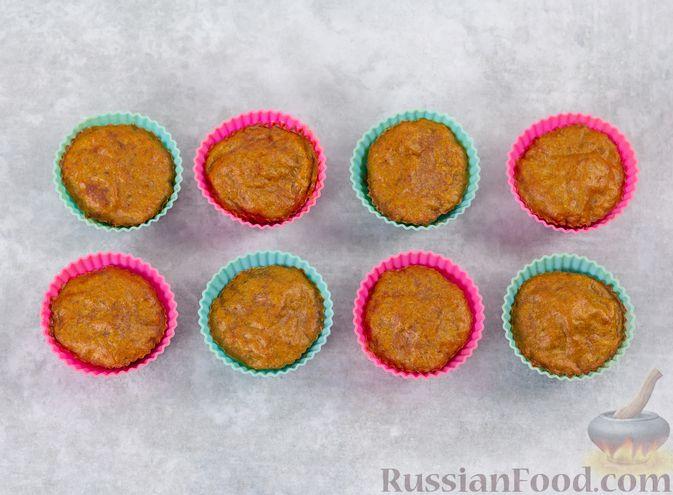 Фото приготовления рецепта: Закусочные кексики из куриных сердечек, с манкой - шаг №11