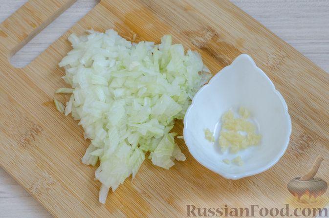 Фото приготовления рецепта: Мясной террин с черносливом и фисташками - шаг №3