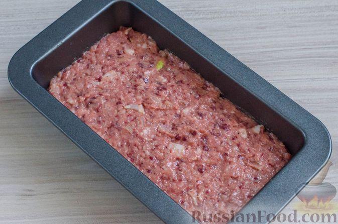 Фото приготовления рецепта: Мясной террин с черносливом и фисташками - шаг №12