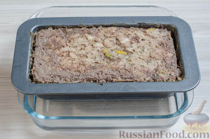 Фото приготовления рецепта: Мясной террин с черносливом и фисташками - шаг №20
