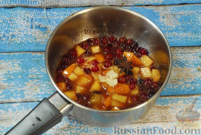 Фото приготовления рецепта: Жареная свинина с соусом из хурмы и клюквы - шаг №5
