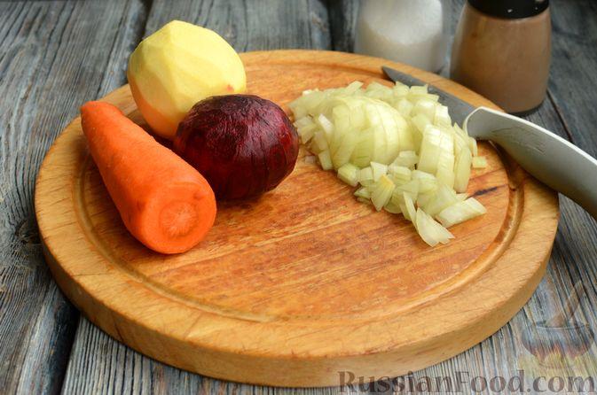 Фото приготовления рецепта: Борщ с яблоками - шаг №3