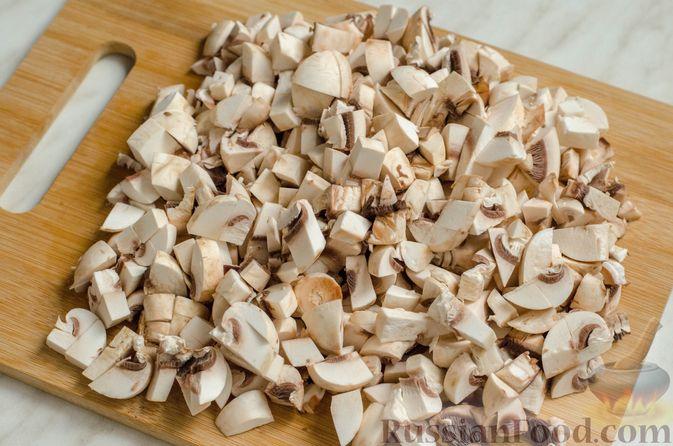 Фото приготовления рецепта: Рисовый рулет с шампиньонами, стручковой фасолью и сыром - шаг №6