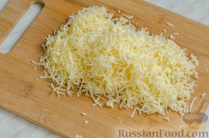 Фото приготовления рецепта: Рисовый рулет с шампиньонами, стручковой фасолью и сыром - шаг №10