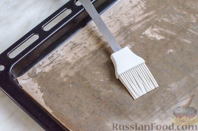 Фото приготовления рецепта: Рисовый рулет с шампиньонами, стручковой фасолью и сыром - шаг №13