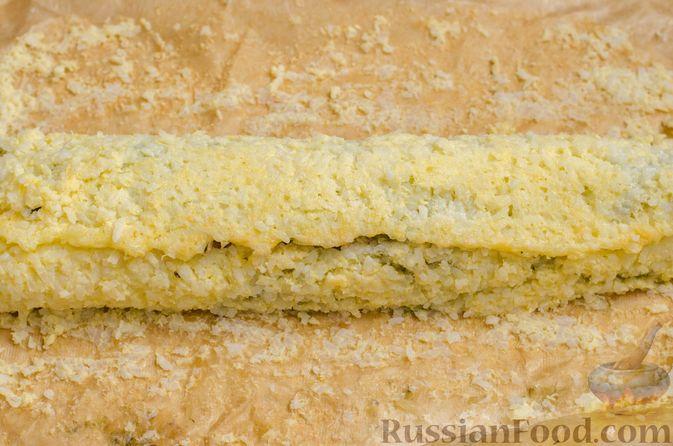 Фото приготовления рецепта: Рисовый рулет с шампиньонами, стручковой фасолью и сыром - шаг №21