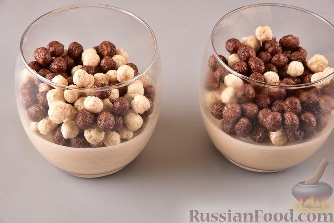 Фото приготовления рецепта: Сливочно-кофейный десерт с сухими завтраками - шаг №7
