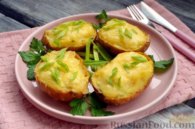 Фото к рецепту: Картофель, фаршированный сыром, сметаной и беконом