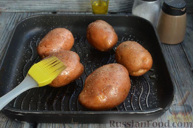 Фото приготовления рецепта: Картофель, фаршированный сыром, сметаной и беконом - шаг №2
