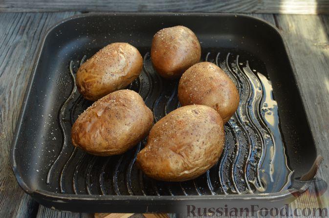 Фото приготовления рецепта: Картофель, фаршированный сыром, сметаной и беконом - шаг №3