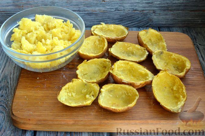 Фото приготовления рецепта: Картофель, фаршированный сыром, сметаной и беконом - шаг №7