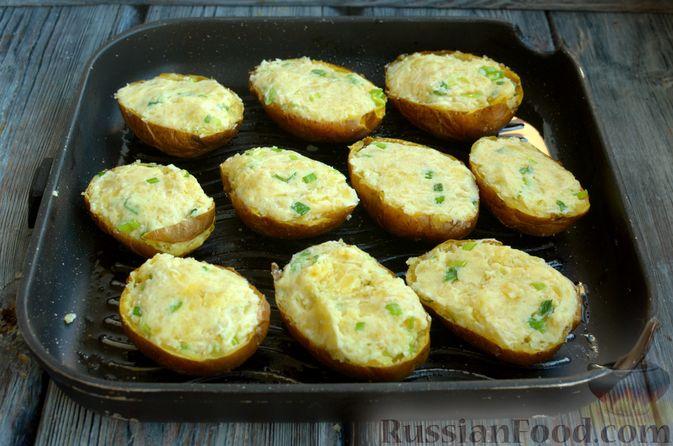 Фото приготовления рецепта: Картофель, фаршированный сыром, сметаной и беконом - шаг №10