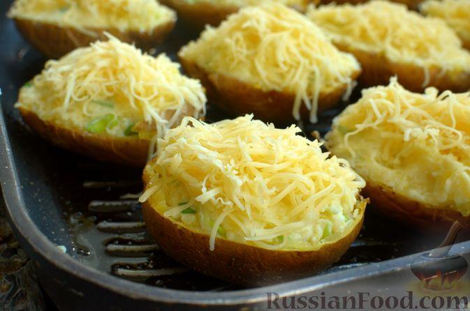 Фото приготовления рецепта: Картофель, фаршированный сыром, сметаной и беконом - шаг №11