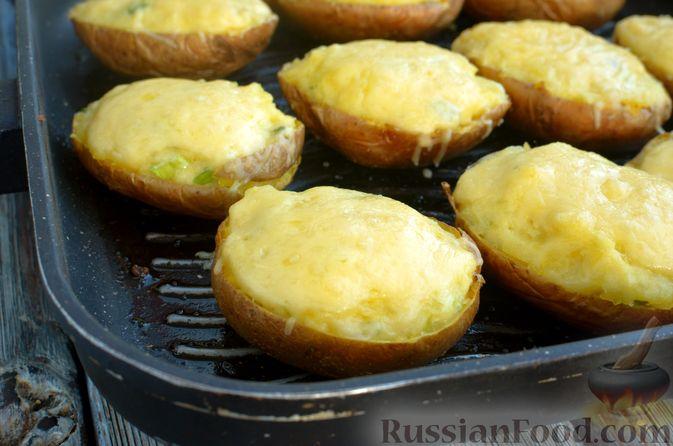 Фото приготовления рецепта: Картофель, фаршированный сыром, сметаной и беконом - шаг №12