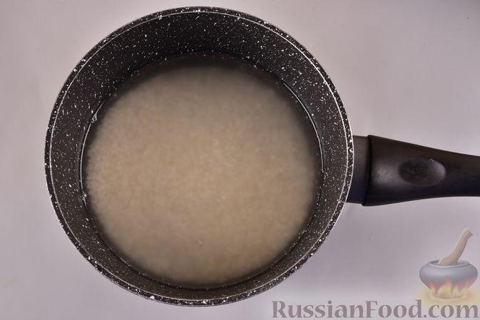 Фото приготовления рецепта: Рисовые оладьи с сыром - шаг №2